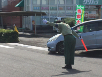 お盆の量販店様駐車場警備。